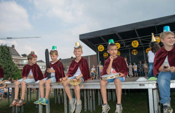 Ons gezellig schoolfeest: Spelingpop EMOTICONS