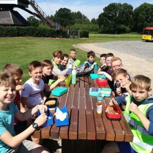 3e leerjaar rijdt met het treintje doorheen Lommel!