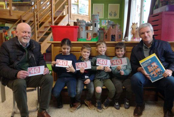 Davidsfonds Lommel schenkt boekenbonnen aan kleuterschool De Speling